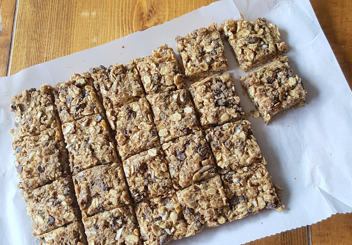 Nut-free, easy, healthy, kid friendly snacks for school. Also gluten-free and dairy-free.